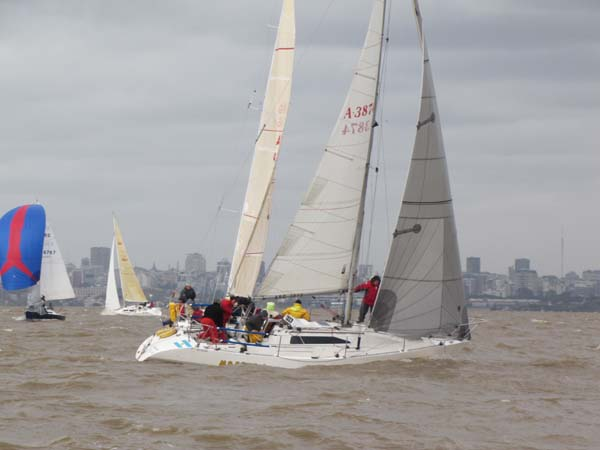 VENDO HOLLAND 34 VERSION REGATA/CRUCERO.